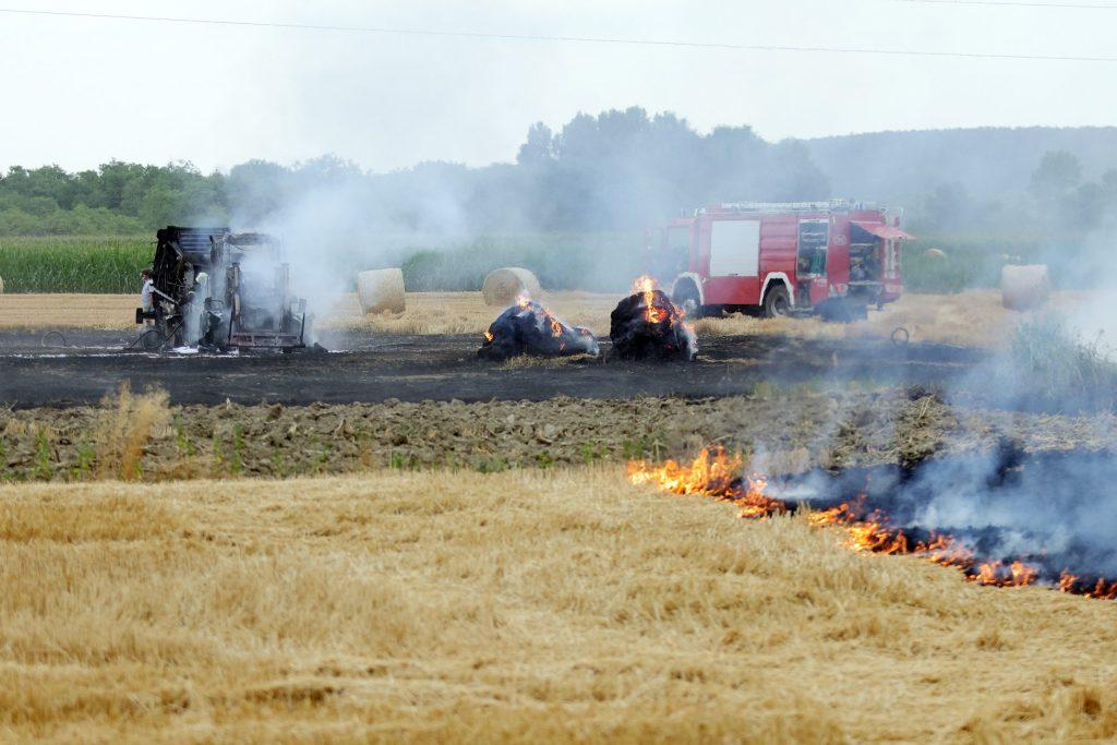 Izgorio traktor i balirka, požar se proširio na polje, šteta gotovo pola milijuna kuna