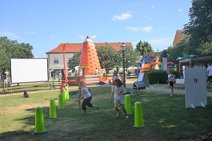 POČELO JE POČELO U centru Križevaca uživaju najmanji, a dan će završiti uz Asterixa!