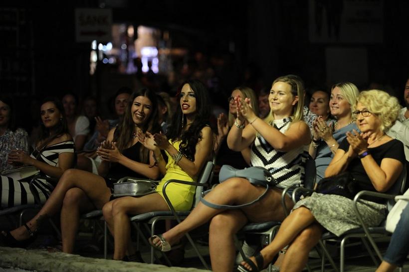 UŽIVALE SU Na koncertu je prevladavala ženska publika