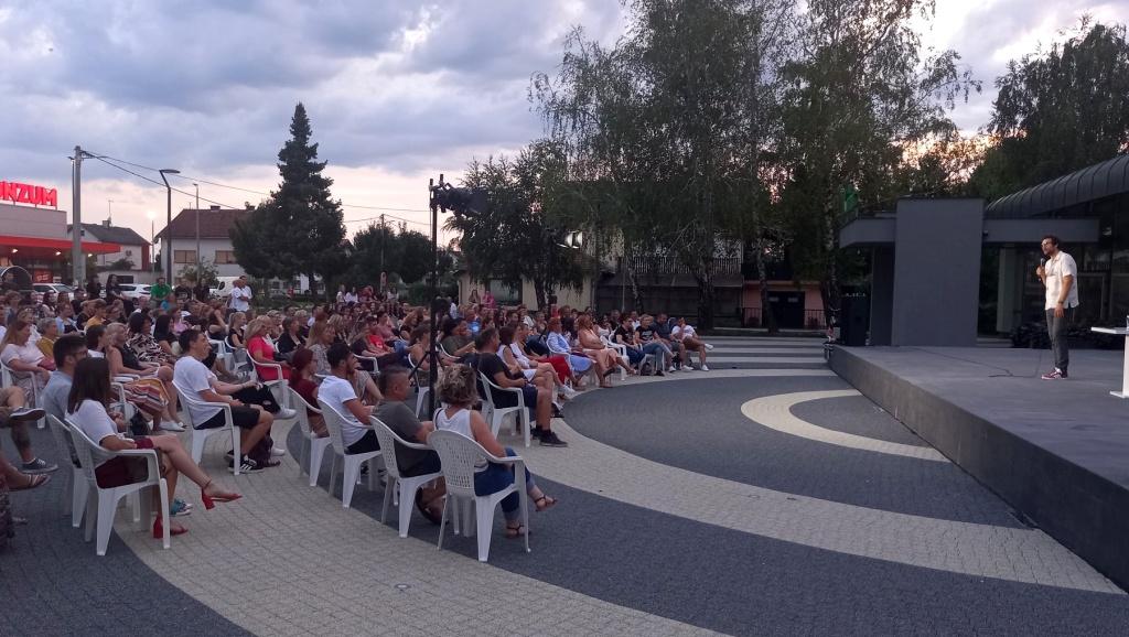Vlatko Štampar stand up-om Zabezeknut oduševio brojnu publiku u Đurđevcu