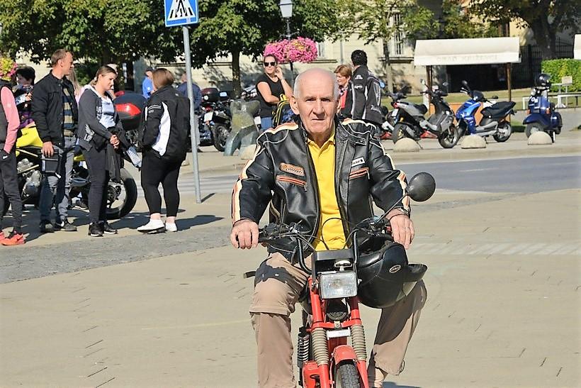Najvozač mopeda Željko Knezić: Motor mi je kupila kćer za 67. rođendan