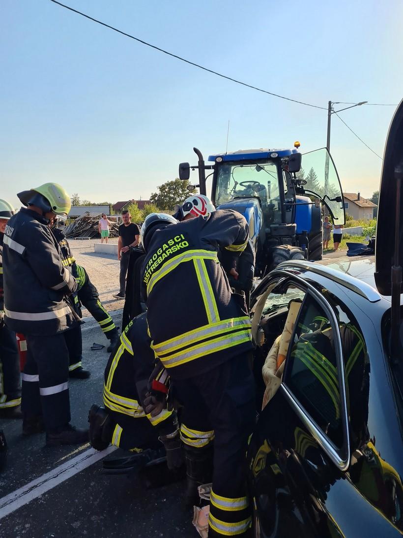 sudar auto traktor (3)