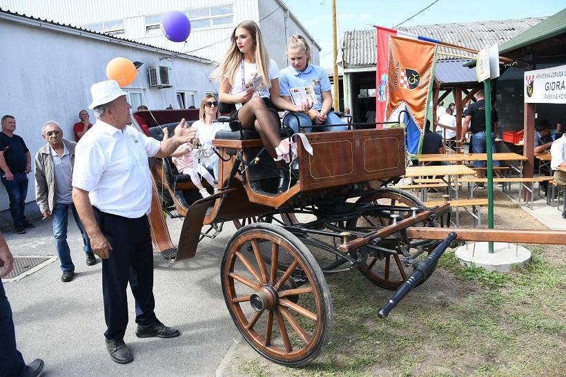 Svadbena kočija s ABS kočnicama atrakcija je sajma u Gudovcu
