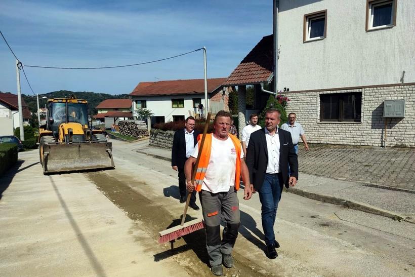 Grad Varaždinske Toplice veliko gradilište; u tijeku izmještanje dalekovoda i uređenje vodotoka te cesta