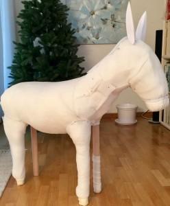 Esel mit 2 fertigen Beinen und Papierohren