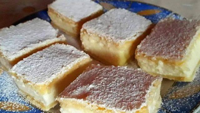 Fantastický dezert s vanilkovým krémem a smetanou!
