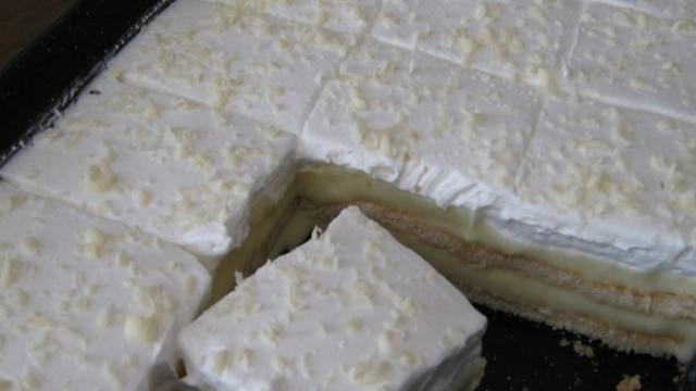 Sušenková buchta se smetanou a vanilkovým krémem