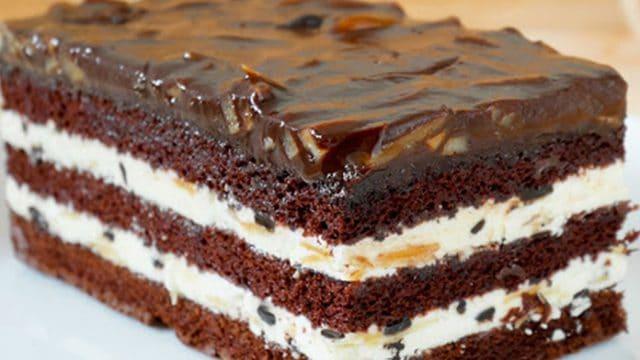 Recept na čokoládovou buchtu se zakysanou smetanou!