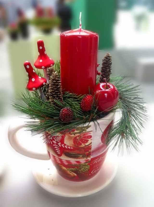 hrnečku a vánočních ozdob