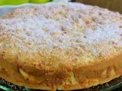 Recept na hrnečkový jablečný koláč se smetanou
