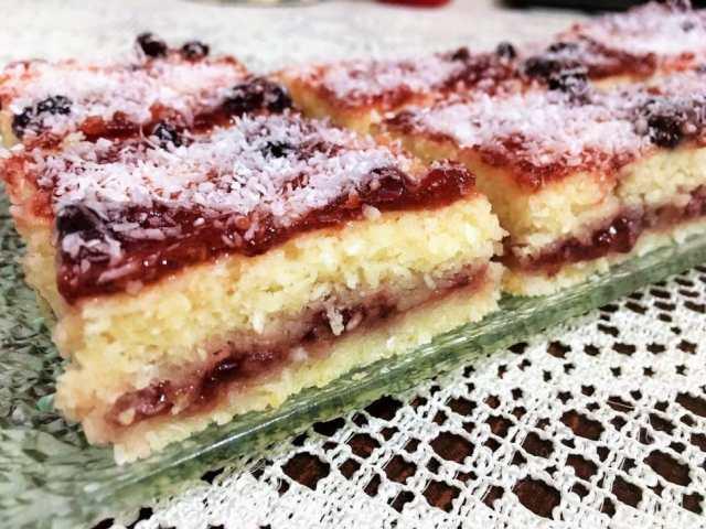 Recept na kokosové řezy s marmeládou - Prima inspirace
