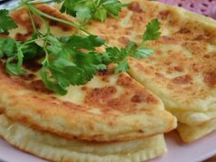 Recept na česnekové placky plněné sýrem