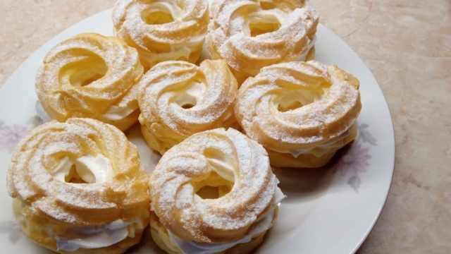 Výborné domácí věnečky se žloutkovým krémem: Recept zde!