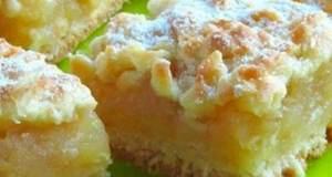 Jablečný koláč se zakysanou smetanou