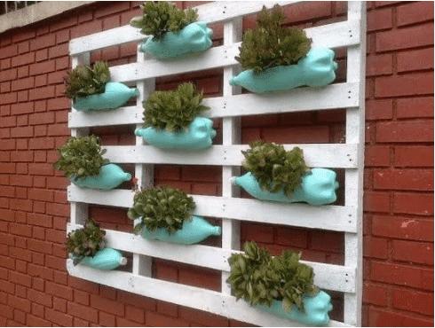 20+ nápadů na to, jak proměnit plastové láhve ve skvělé vychytávky na zahradu
