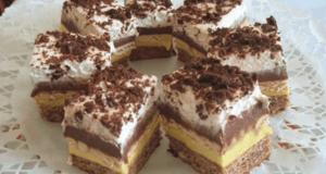 Domácí dezert se sušenkami a lahodným vanilkovým krémem