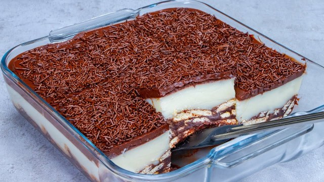 Nepečený dezert: Sušenkový základ s vanilkovým a čokoládovým krémem