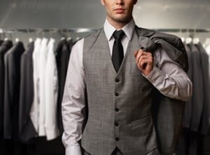 Here are a few tips that will help determine a man what to wear on the first date.