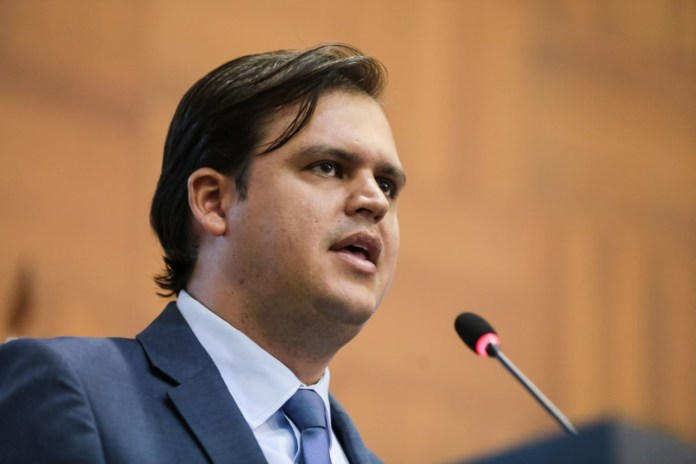 Deputados debatem com TJ situação de comarcas
