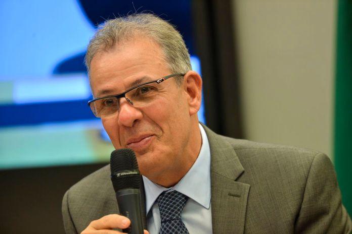 Preço do gás inviabiliza indústria nacional, diz ministro