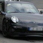 Novo Porsche 911 é flagrado em testes na europa