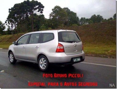 Grand Livina já roda em testes no Paraná