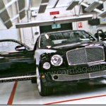 Nova geração do Bentley Arnage é flagrada quase sem disfarces