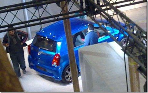 Toyota Etios é flagrado em stand antes de salão abrir as portas