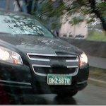 Chevrolet Malibu roda em testes no Brasil
