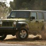Jeep lança Wrangler 4 portas no Brasil; Dodge apresenta Journey SE, versão mais barata do crossover
