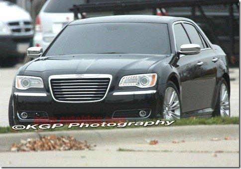 Novo Chrysler 300C aparece sem camuflagem