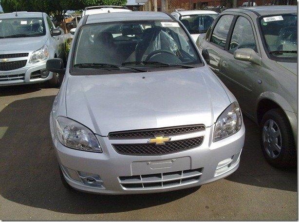 Novo Chevrolet Celta é flagrado em concessionária