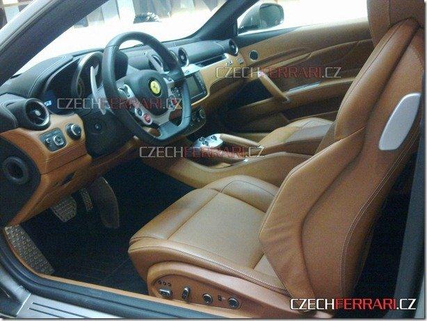 Ferrari FF tem interior revelado por flagra