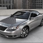 Chrysler apresenta 200 S sedã e Convertible