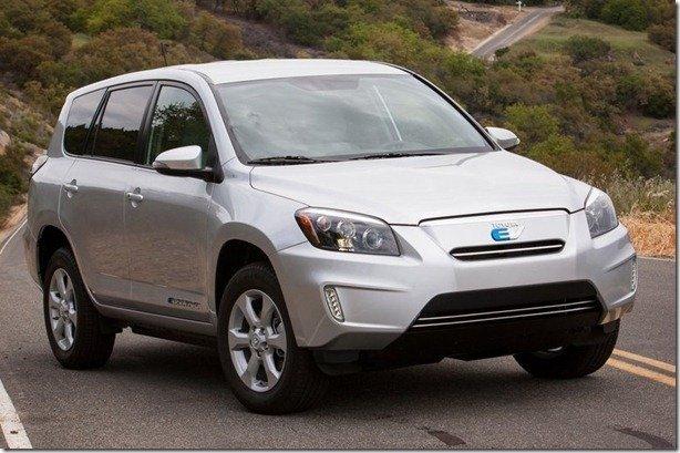 Nos EUA, Toyota RAV4 elétrico custa menos que a versão a gasolina no Brasil