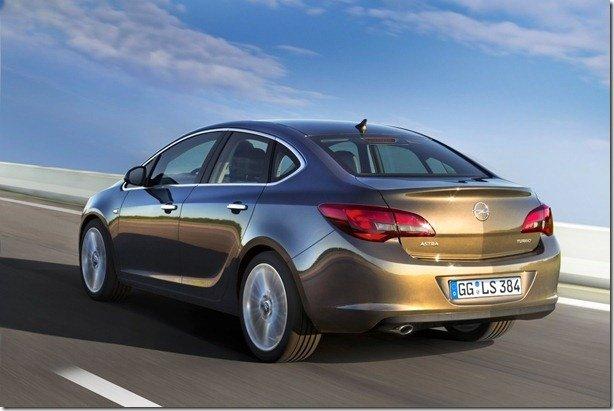 Opel Astra Sedan é revelado