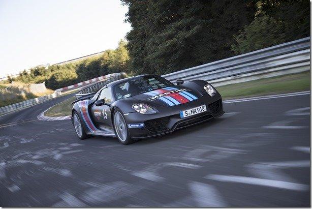 Porsche faz lançamento mundial do 918 em alta velocidade