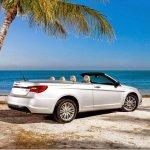 Chrysler 200 perde versão conversível e Dodge Avenger não terá nova geração