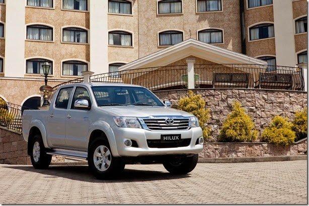 Toyota Hilux ganha versão flex 4×2 automática