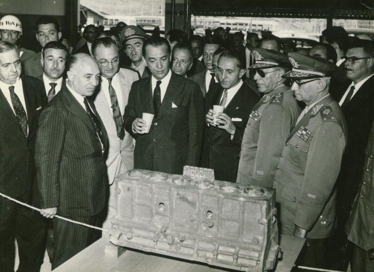 Inauguração da GM em São José dos Campos (SP), em 1959, com a presença do então presidente Juscelino Kubitschek
