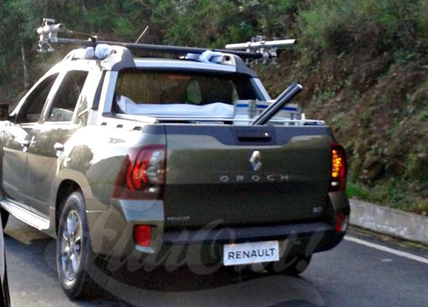 Renault Duster Oroch mostra sua caçamba em flagra