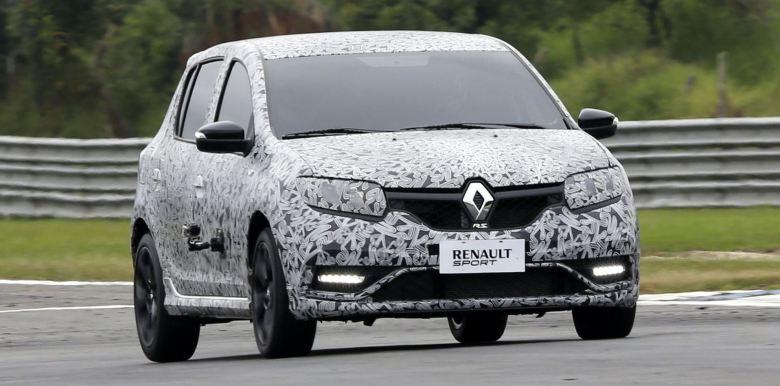 Renault Sandero R.S. conhece seus antepassados no Autódromo de Curitiba
