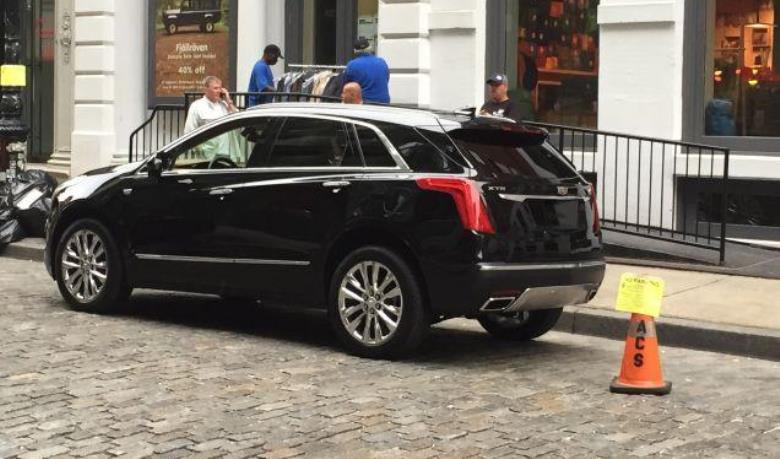 Cadillac XT5, substituto do SRX, é flagrado nos EUA