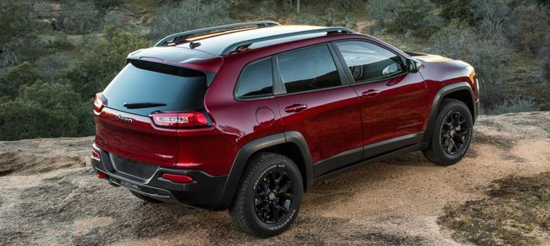 Jeep Cherokee fica R$ 15 mil mais barato e parte de R$ 184.900