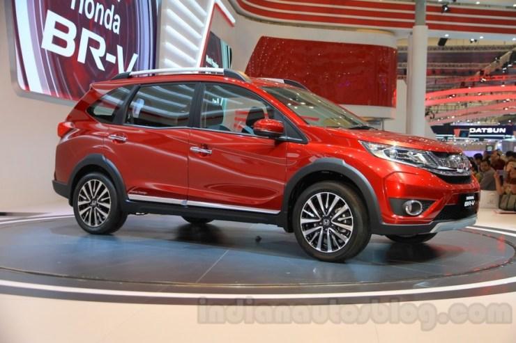 Honda-BR-V-parked-at-Gaikindo-Indonesia-International-Auto-Show-2015-900x600