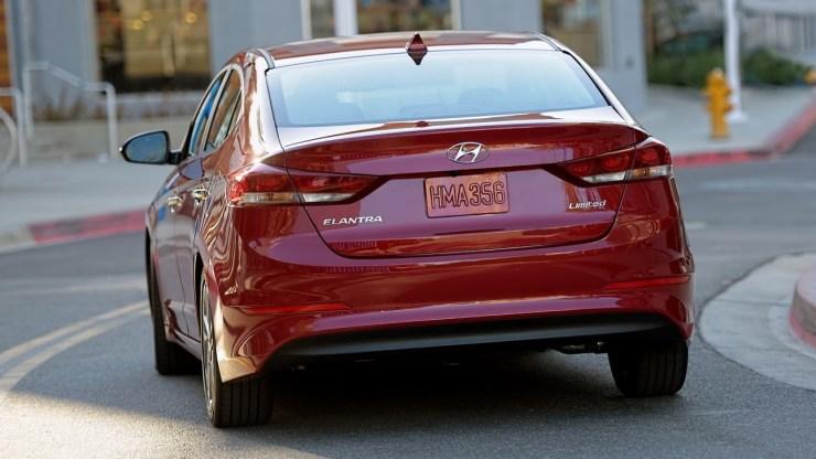 2017-Hyundai-Elantra-USA14