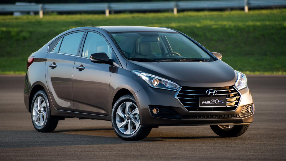 4534f1c1c A Hyundai apresentou oficialmente o novo HB20S, que fecha o primeiro ciclo  de renovação da linha HB. De cara nova e mecânica alterada, o sedã terá  suas ...