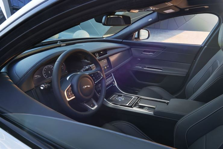Jag_New_XF_S_Interior_Image_010415_24_LowRes