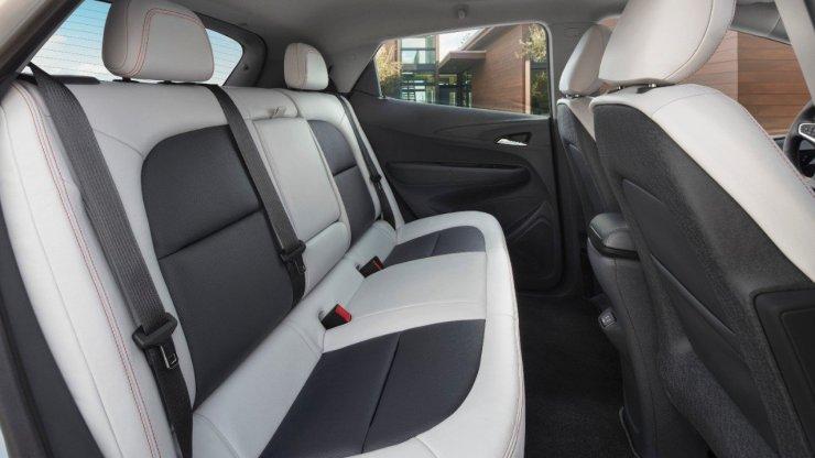 2017-Chevrolet-BoltEV (2)