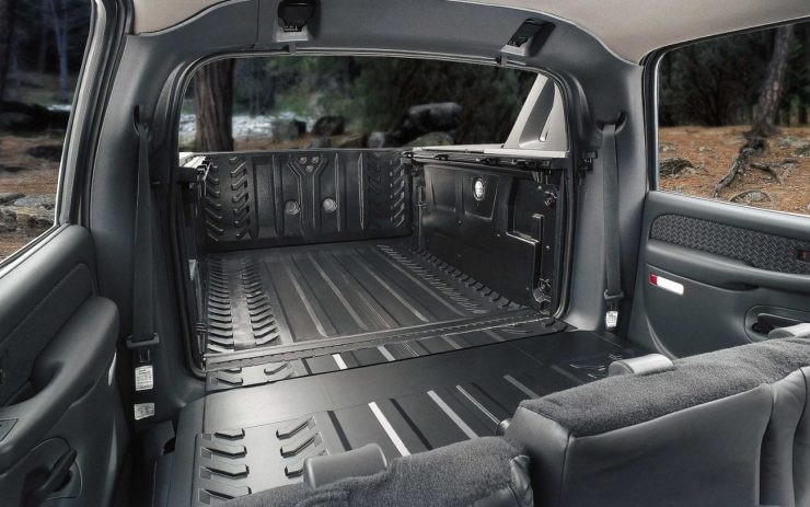 2002-chevrolet-avalanche-interior-bed-view